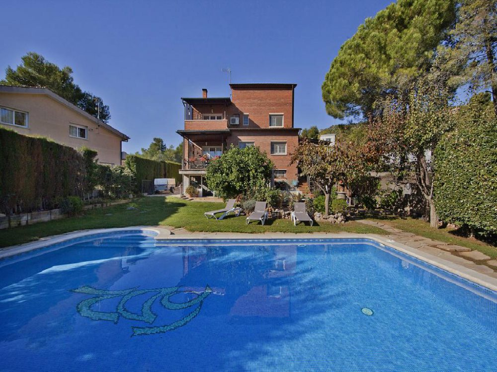 Fascinante chalet de 395 m² en Begues. Barcelona.