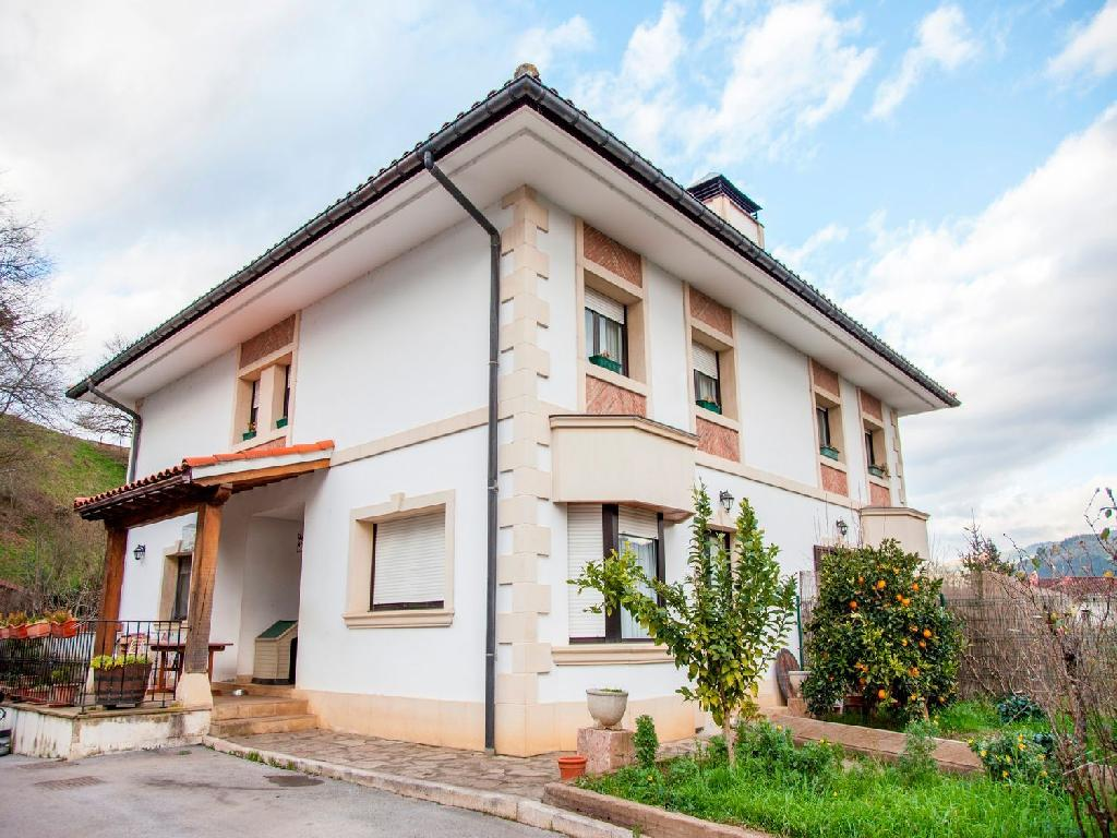 Casa chalet en venta en arantzazu bizkaia for Casa chalet