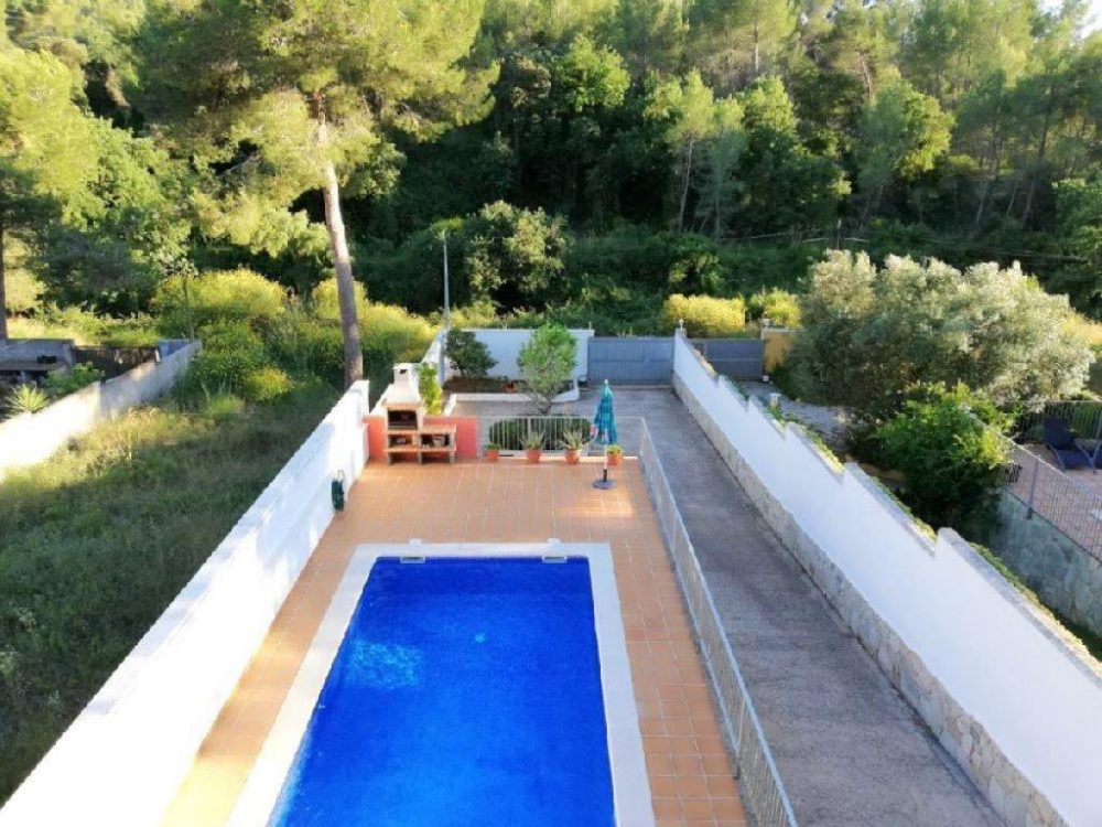 Bonita adosada en La Sentiu de Gava con jardin y piscina