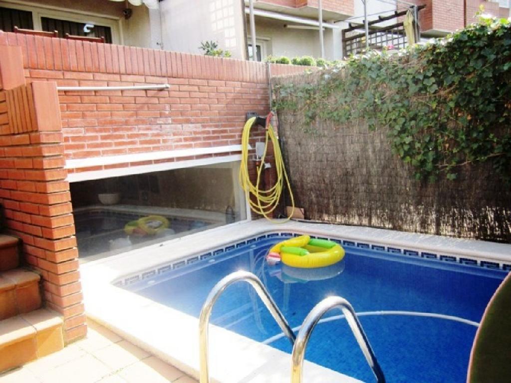 Adosada esquinera con piscina privada, muy amplia y con bonitas vistas!!