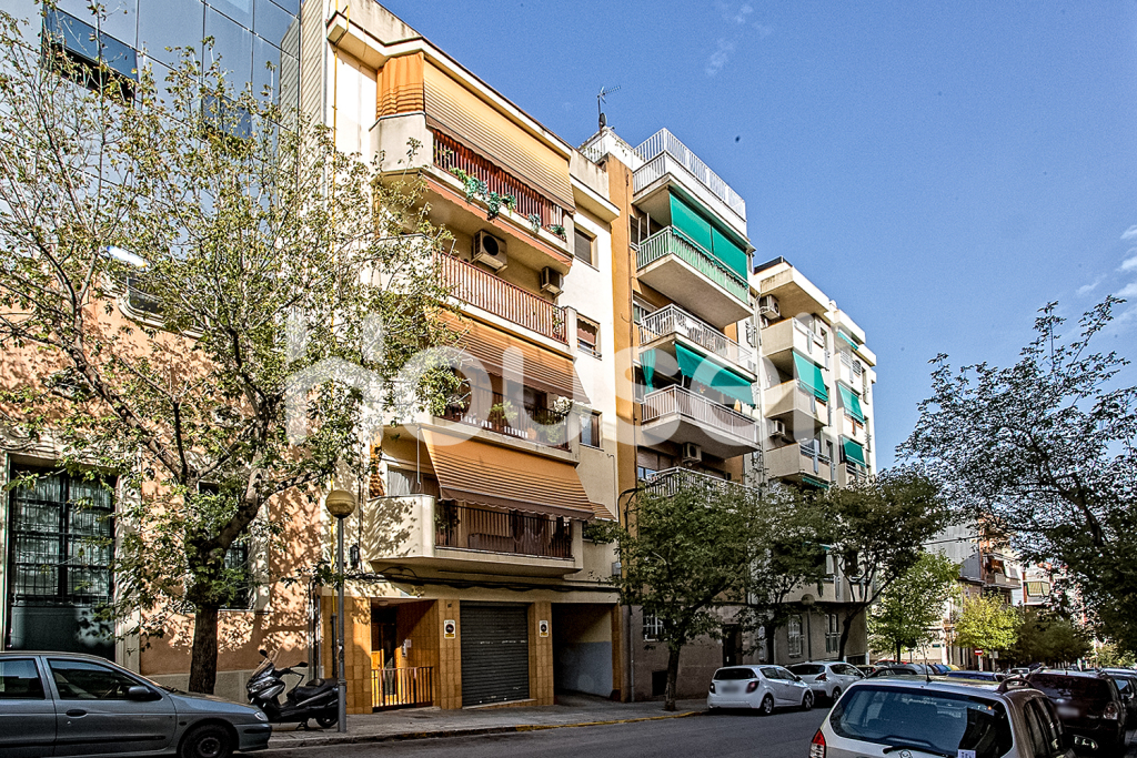 Piso en venta de 107m²en Calle Prat de la Riba, 08290 Cerdanyola del Vallès (Barcelona).