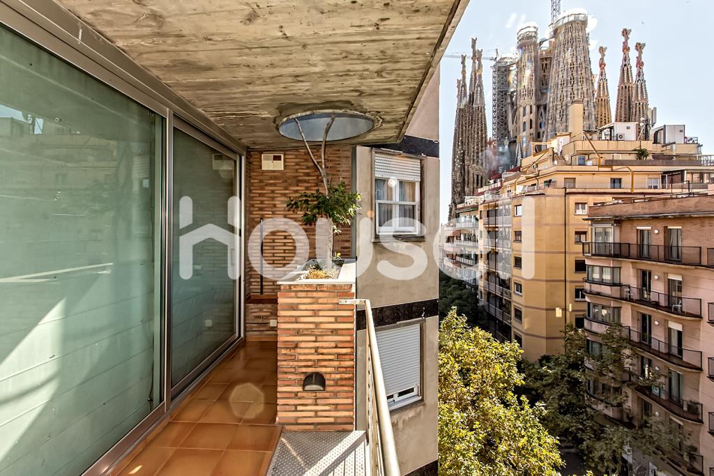 Chalet en venta de 585m²con parcela de 160m² en Calle Marina, 08025 Barcelona.